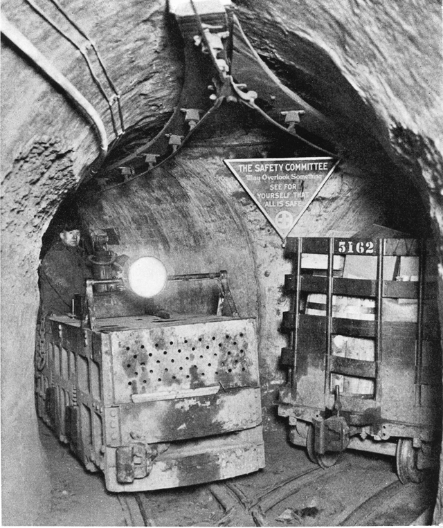 Tunnel Company locomotive and safety sign in 1928 © Bruce Moffat Collection